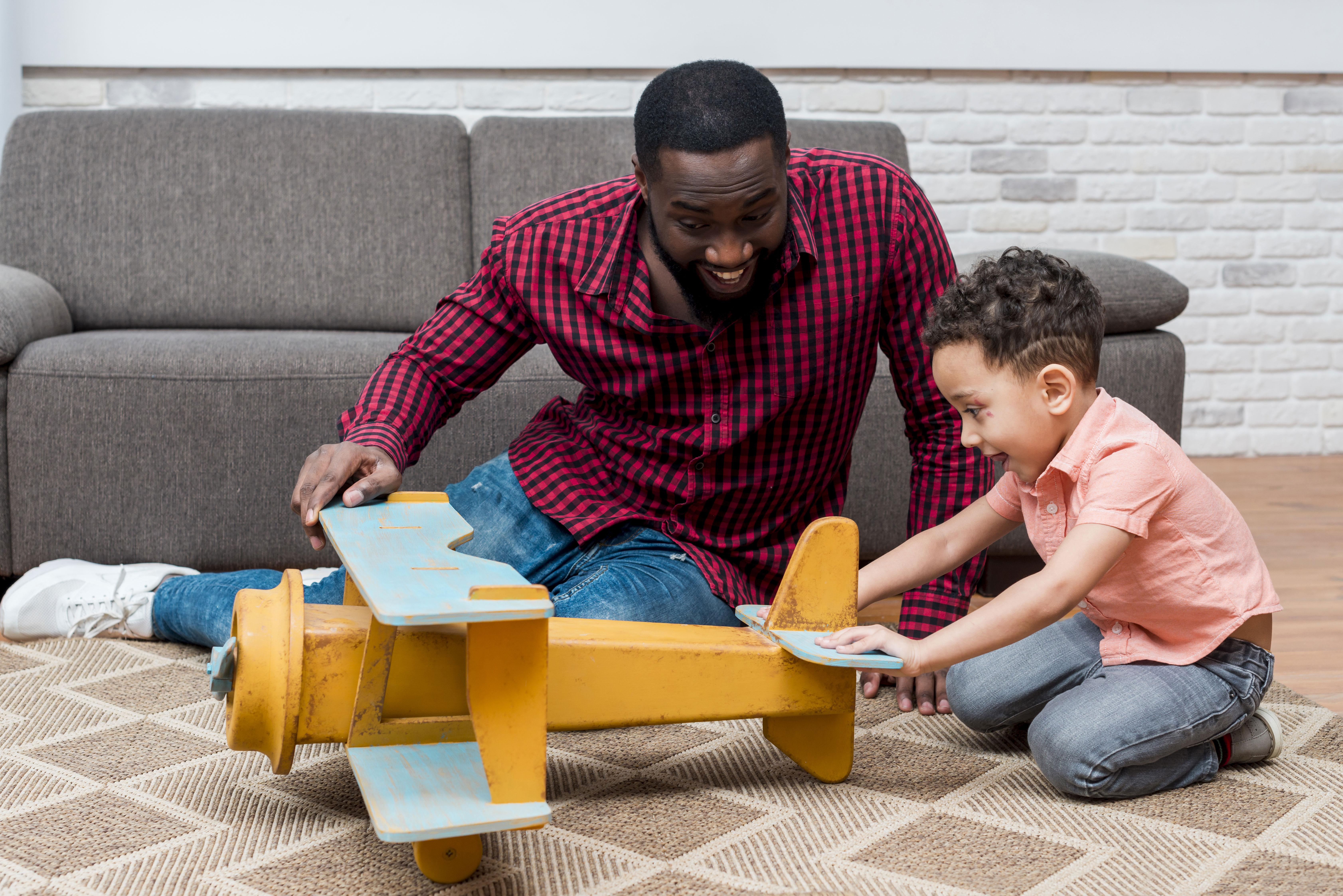 Cinco motivos para brincar com os filhos + três bônus